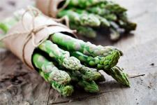 Wykorzystaj w pełni sezon na szparagi – razem z marką WINIARY!