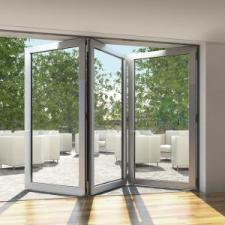 Przestrzeń kontrolowana - system drzwi składano-przesuwnych  Schüco ASS 70 FD od firmy Awilux