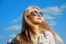 Okulary na lato dla osób z wadą wzroku – co wybrać?