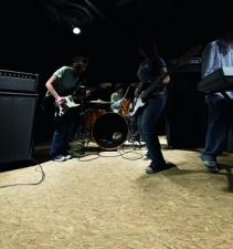 Panele laminowane Rock'n'Go marki wineo – przebojowa podłoga z rockową nutą