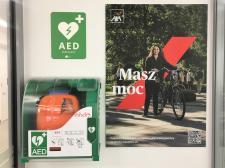 Masz moc w WTT – w budynku zainstalowano defibrylatory AED