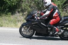 Motocyklisto, czy chronisz swoje stopy?
