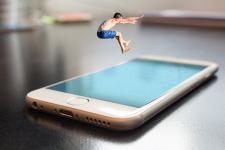 Jak ochronić telefon w czasie upadku?