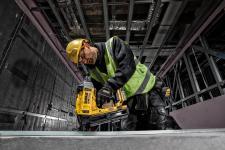 Twarda zawodniczka do twardych materiałów  – akumulatorowa gwoździarka do betonu DEWALT