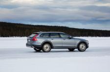 Opony zimowe wraz z felgami w serwisach Volvo
