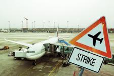 Warto walczyć o odszkodowania za odwołane loty Ryanair – zachęca do tego m.in. Brytyjski Urząd Lotni