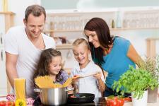 """Dietetyk radzi: """"Prawidłowe nawyki żywieniowe pomogą wytrwać w noworocznym postanowieniu"""""""