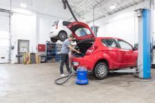 Zimowe porządki motoryzacyjne. Czy warto myć samochód na mrozie?