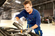 Olej silnikowy – źródło życia dla Twojego samochodu